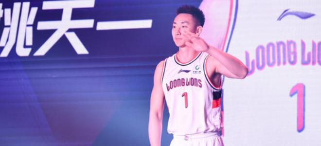广州男篮官方:姚天一在季前赛中右膝受伤,赛季报销