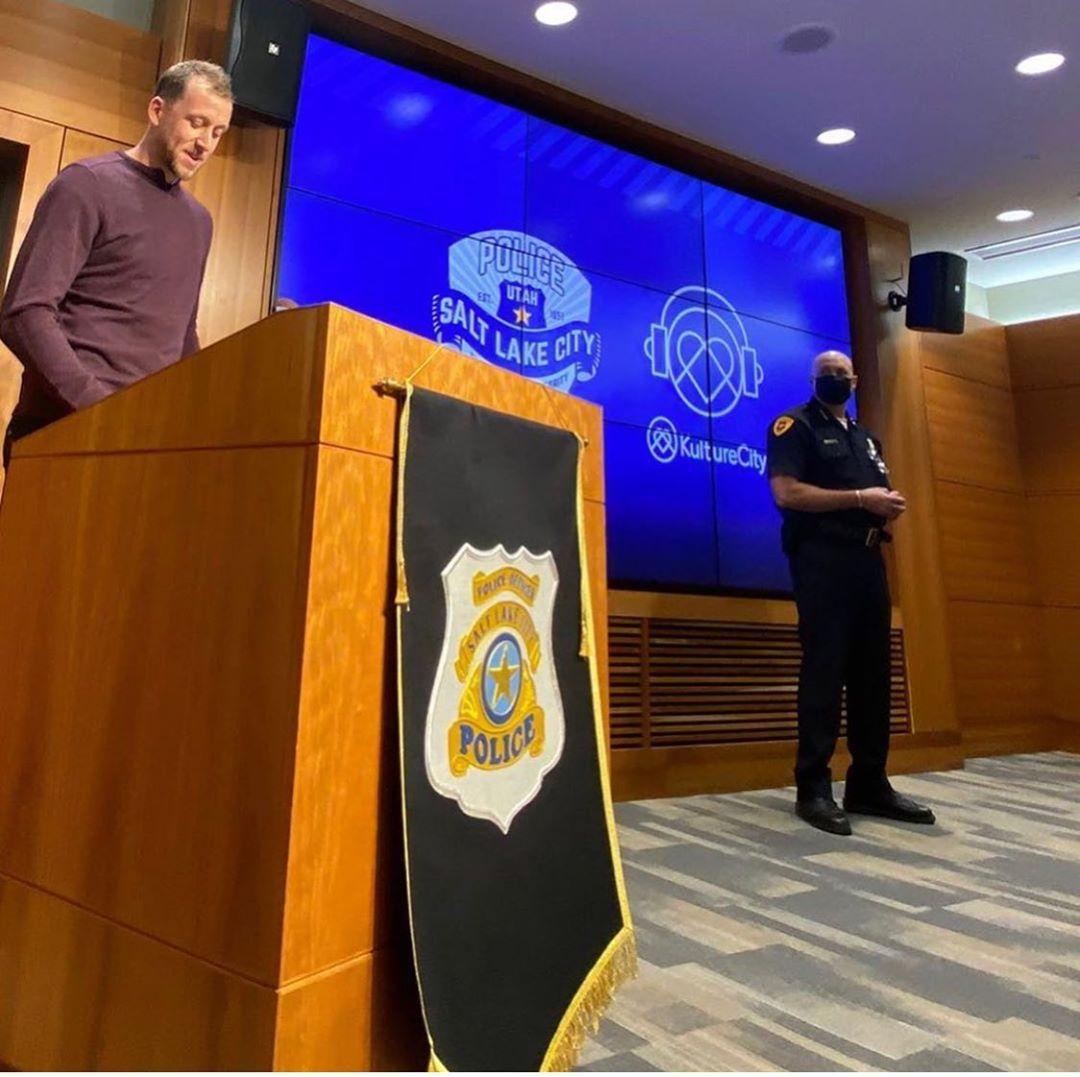 英格尔斯夫妇与盐湖城警方合作设立培训警察同理心的项目