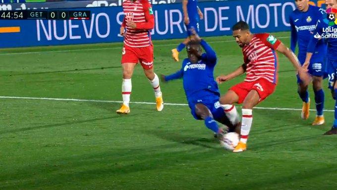 赫塔菲后卫先触球情况下被判点球,赛后开炮:我都受伤了