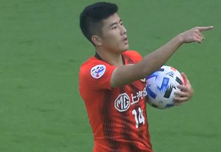 GIF:李圣龙冲顶破门,上港1-1悉尼
