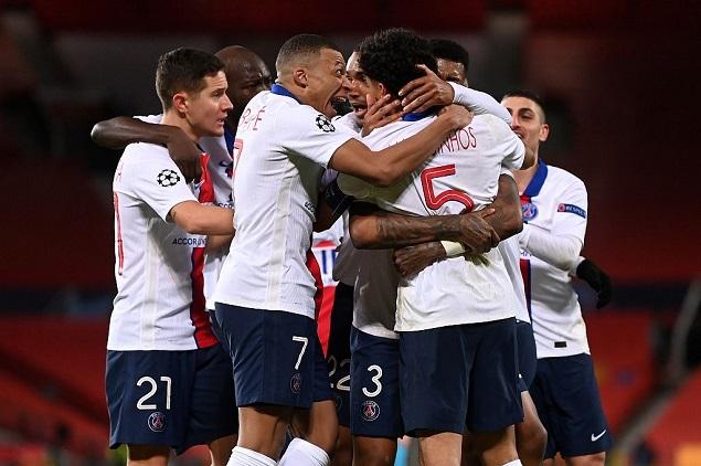 欧冠:内马尔梅开二度弗雷德染红,曼联1-3巴黎