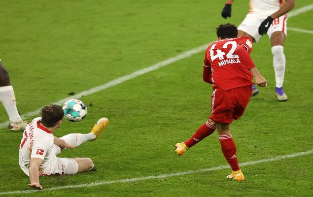 穆夏拉破门穆勒双响,拜仁3-3莱比锡,领先2分占榜首