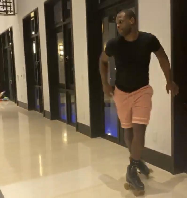 土豪风范!韦特斯超大别墅室内轮滑,带儿子去健身房