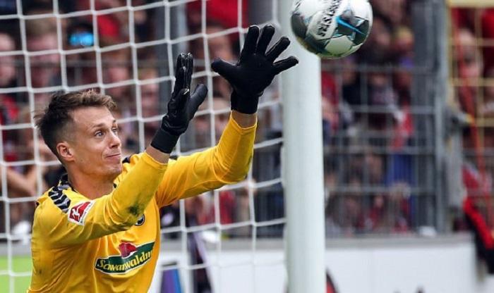 踢球者:阿贾克斯、本菲卡和沙尔克竞争弗赖堡门将