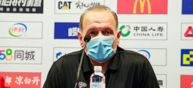 马诺斯:刘炜的鼓舞使球员拼劲十足,希望队员不再受伤