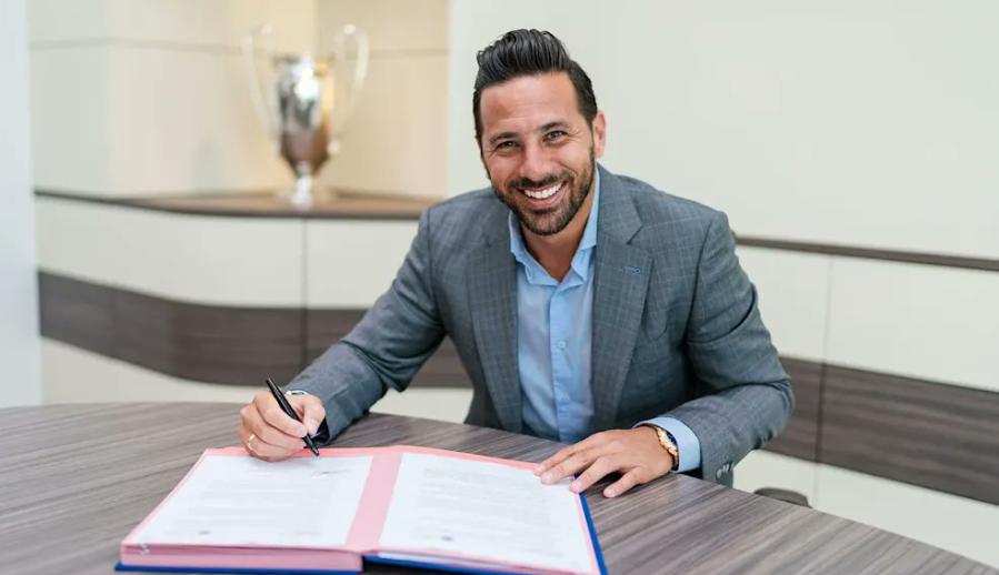 来新仁了!官方:皮萨罗加盟拜仁,成为俱乐部形象大使