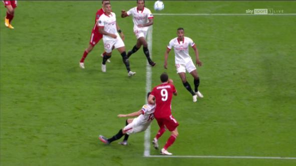 德媒质疑泰勒:点球判罚有争议,生生吹掉拜仁进球