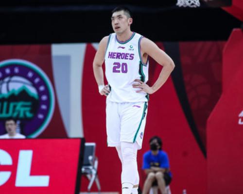 篮板创赛季新高!陶汉林全场得到14分18篮板1抢断